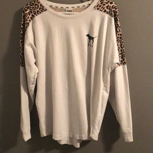 (M) White Cheetah print VS PINK long sleeve tee